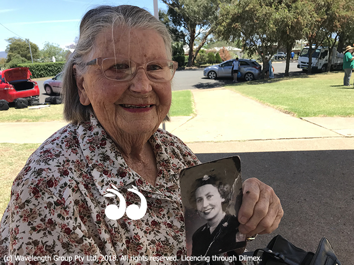 Betty Widdrington Hickey (nee Lee) came back to Scone to remember her family's service in WWI and holds a photo of when she was in the army when she was in her 20's.