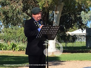 Master of Cermonies Brian Booth addresses the crowd at the 2019 Merriwa ANZAC ceremony.